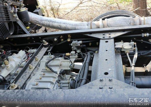 同级别拉货更多实拍解放J6P8X4冷藏车