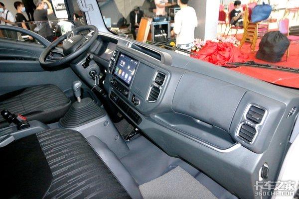 全新中体驾驶室庆铃M100国六轻卡来了