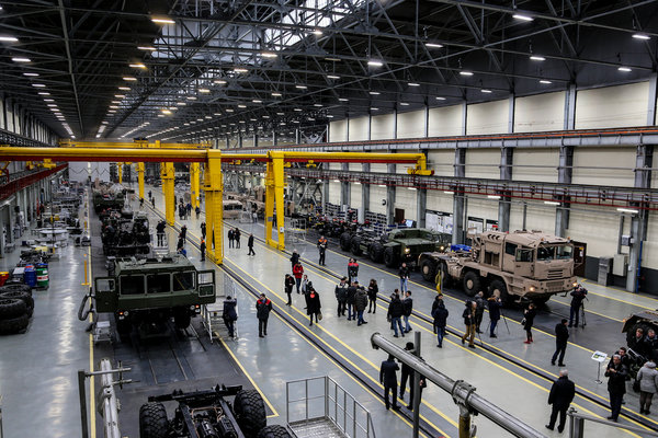 欧洲动力+法士特箱白俄8x8重型牵引车