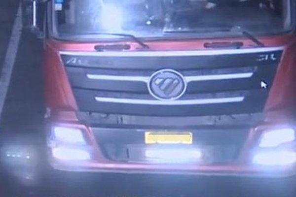 为躲电子眼货车司机加装LED大灯被查交警:存在巨大交通隐患