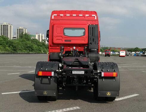 性价比之王?320-380马力自重6.8吨搭载自家发动机的三一牵引车亮相