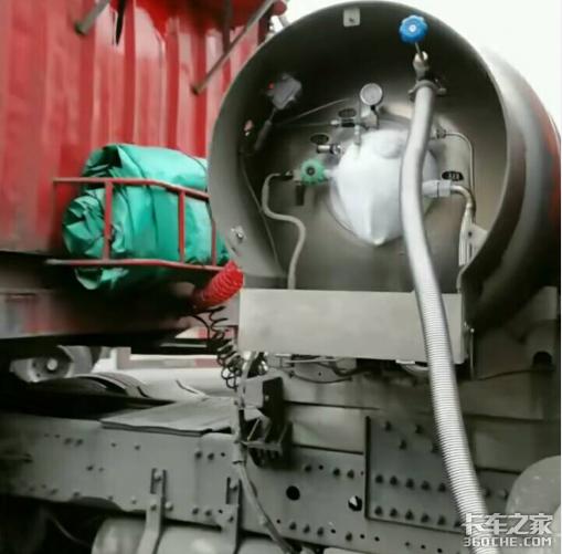 燃气卡车水箱内冷却液为何遇火会燃烧?