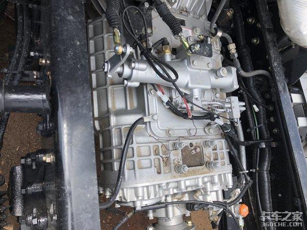 比同级别车型便宜3万,还能定制货厢,解放途V350载货车真香