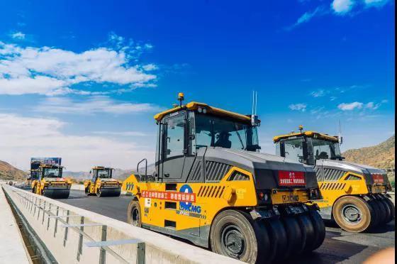 连建高速公路都不用人工了离货车司机下岗还有多远