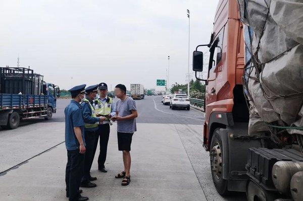 上海严查高速货运车辆卡友们赶紧自查