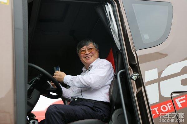 市长走进超级工厂直播卖卡车这次青岛解放玩大了!