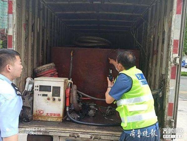 """1400余升柴油货车摇身一变竟成""""移动加油站"""""""