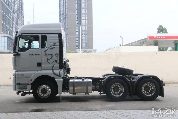 高配置国六汕德卡C7H危化品牵引车图解