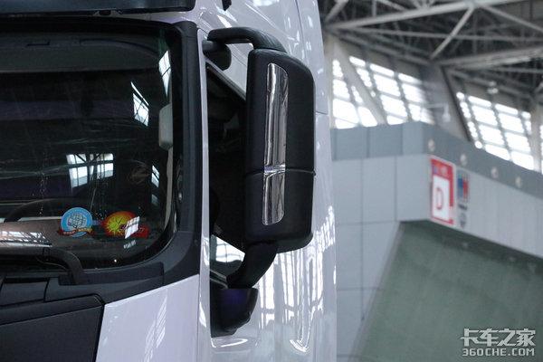 配置不要太豪横600马力+AMT变速箱+1米2双人床抢先评测乘龙H73.0