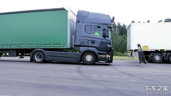 重卡也玩碰撞测试,带你看看斯堪尼亚的安全性配置有多强
