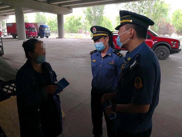 北京开展入户执法违法运输货车无处可逃
