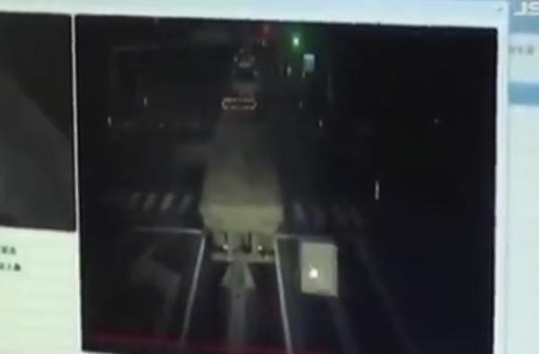 货车超载300%被查处!8名司机驾驶证全部降级处理