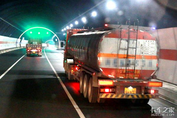 路滑!河南省多条高速禁行危险品运输车