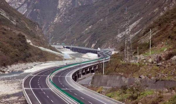 """中国这7条""""死亡公路""""老司机都怕走!"""