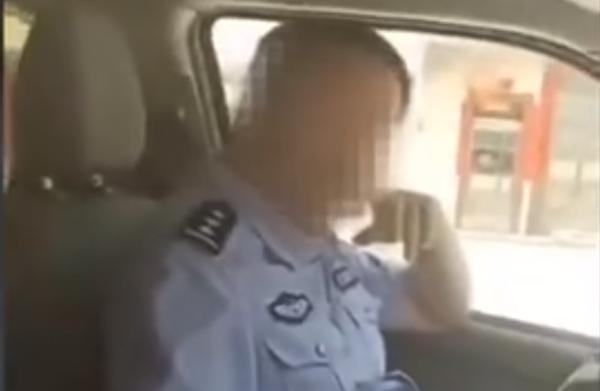 广东交警被指查扣车辆收2000红包放行警方:因人情放车已停职调查