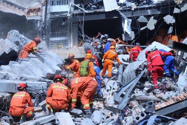 温岭槽罐车爆炸致20死 2位司机下落不明