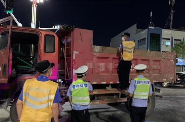 东莞:明年6月底清退全部不合格泥头车
