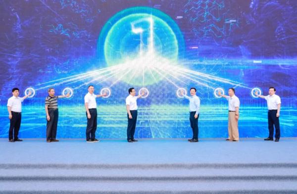 """新能源新标杆,徐工演绎""""智能换电""""的无限可能!"""