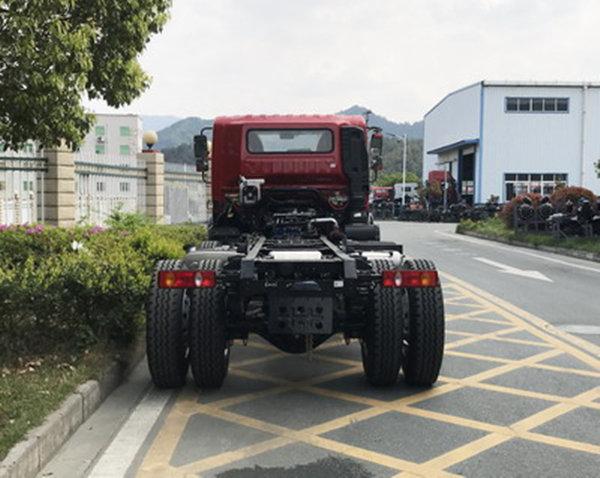 东风3轴自卸新车图流出全新前脸搭载云内国六220马力发动机