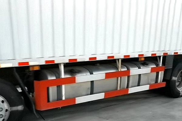它来了!它来了!背着货厢的解放J78×4载货车真的来了