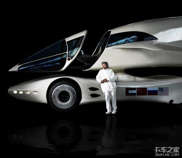 这款卡车很奇特,底盘和驾驶室竟然是分开的,还能给电动车充电