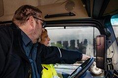 因卡车司机短缺 德国驾校这么吸引学员