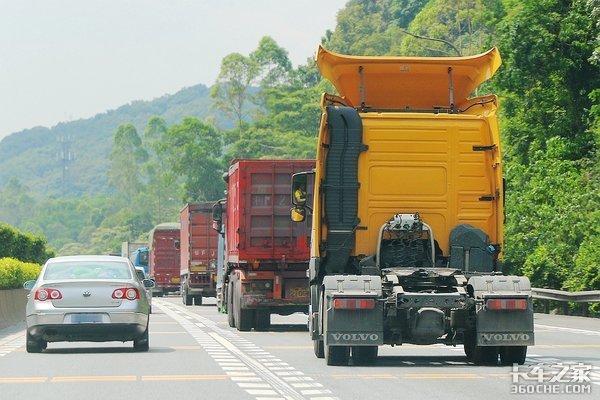 """高速公路拦车""""借钱""""?骗钱花招层出不穷路政:给了你就输了"""