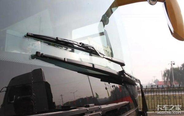 即使是老司机!下雨行车也要小心注意!