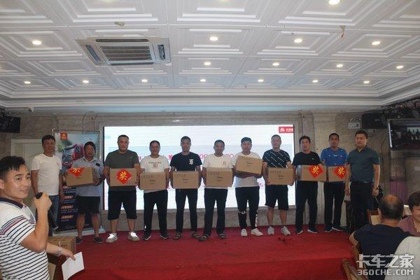 中国重汽豪瀚载货车推荐会济南华尔站