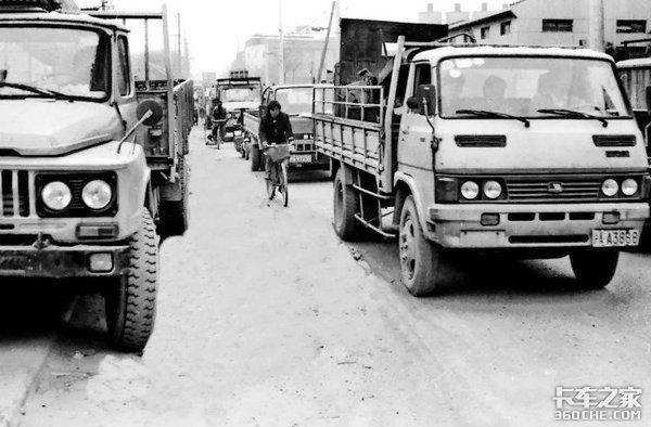 从镖师到卡车司机,每一步货运之路都离不开他们的艰辛付出