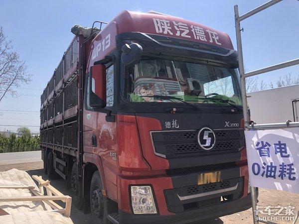 8X4载货车为啥配500马力发动机?卡车司机:因为拉的货很特殊