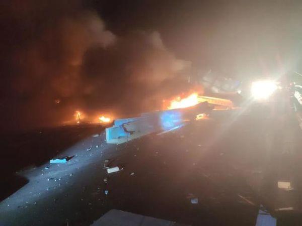 火光漫天京礼高速五车追尾两辆半挂车起火