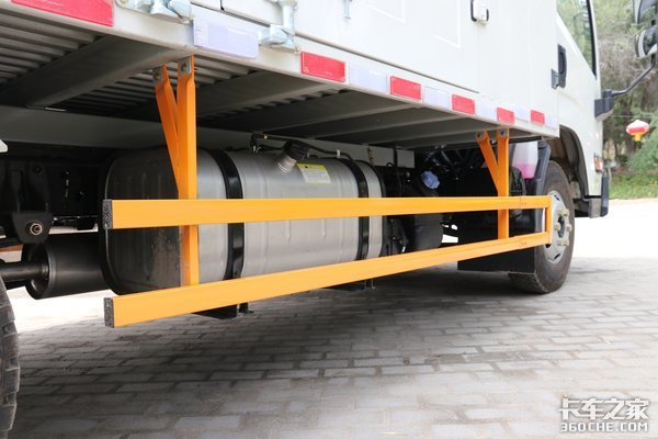 不只有152大马力货厢最宽2米45可选流媒体后视镜凯运蓝鲸很有料
