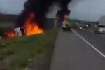 南美一油罐车侧翻 民众疯狂抢油时爆炸