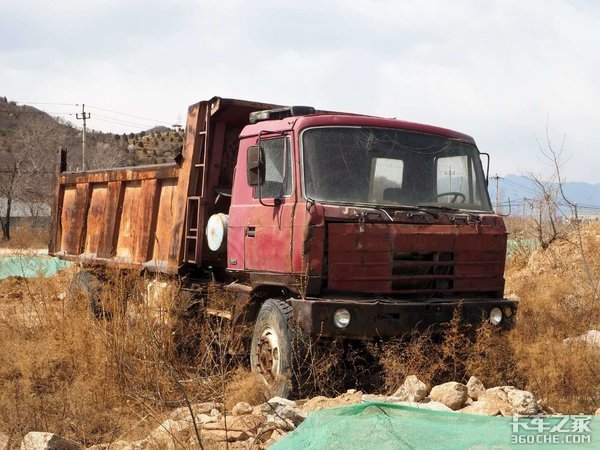 30万搞定拖头和挂车,三一重卡的劲敌,长征凤凰C5牵引车来了