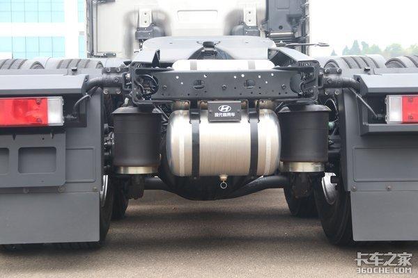 车市速看:520马力AMT配液缓+气囊桥这台现代创虎配置有多壕?