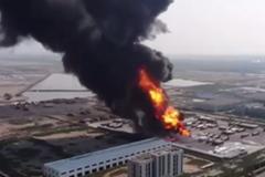 �雒骟@�U �|�I油罐�爆炸起火 ����8人