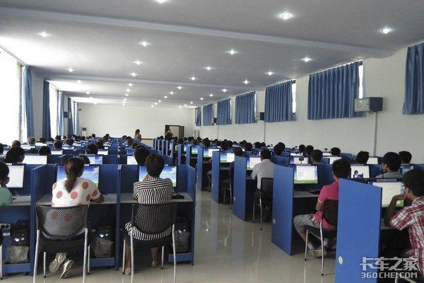 国务院办公厅:推动取消从业资格证考试将来可凭驾照等申请资格证