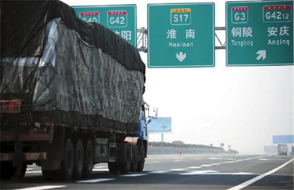 货车按车轴收费半年后空车国道排长龙卡友:走不起高速