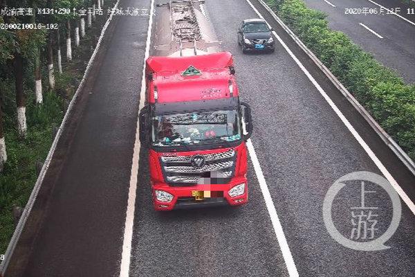 重庆首例!3辆6轴货车偷逃通行费11.4万