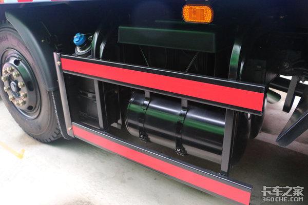 220马力+10挡变速箱瑞捷小三轴渣土车走红连篷布都是电动化