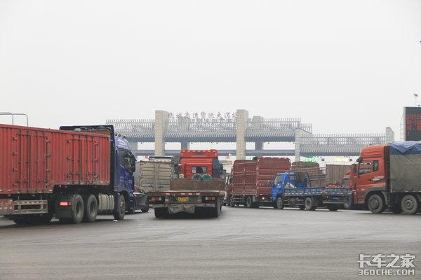 李小鹏:千方百计解决好货车司机的实际困难
