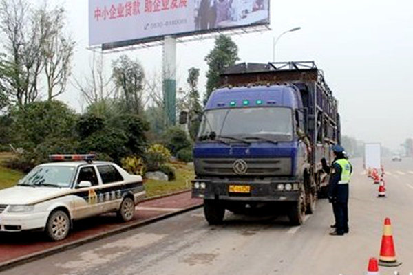 货主亏大了 货车司机偷货卖 获利13.7万