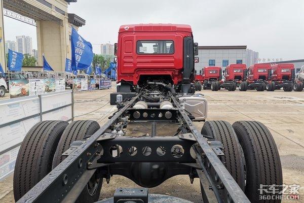 车市速看:220马力黄金动力上身的6米8陕汽德龙L3000旗舰版一步到位