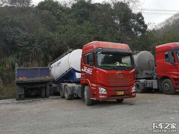中短途粉粒物料运输,预算30万左右,这4款牵引车该咋选?