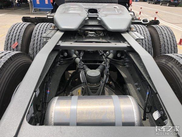 跑国道怕限高杆?平顶驾驶室的重汽HOWOT7H牵引车了解一下