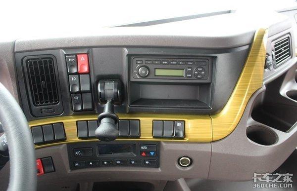 潍柴+法士特黄金动力,平地板大卧铺驾驶室,实拍柳汽H7冷藏车