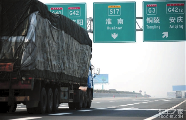 货车按车轴收费半年后,空车国道排长龙