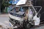 惊险!蓝牌轻卡超载500%失控追尾客车 货车驾驶员重伤