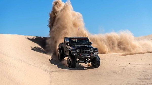 底盘升高越野更强Jeep角斗士皮卡推出官方改装方案定价1万块人民币